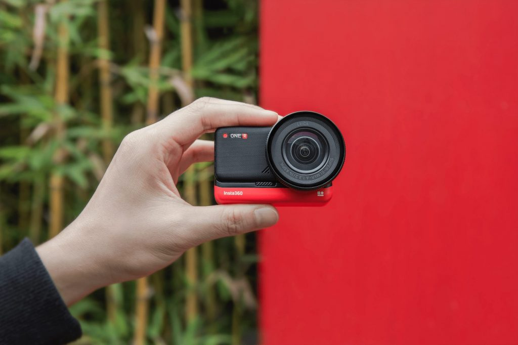 Insta360 ONE R available at apple