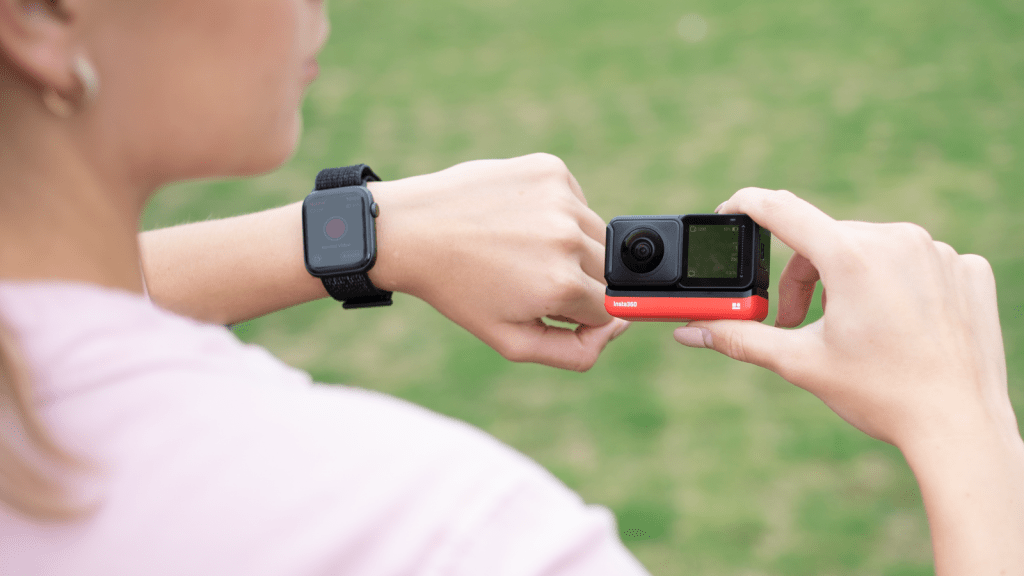 Insta360 ONE R compatible with Apple Watch for control