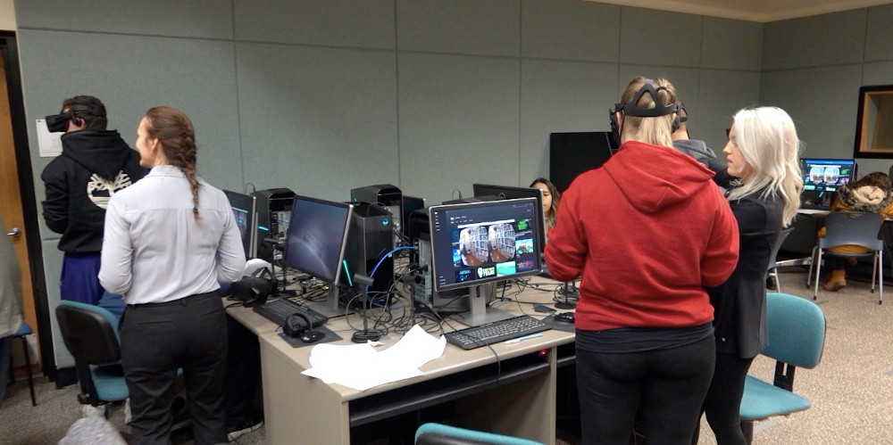 Students in VR lab investigate virtual crime scene