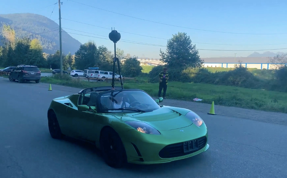 Shooting with an Insta360 Titan in an open top sports car. Footage to be used later on a virtual set.