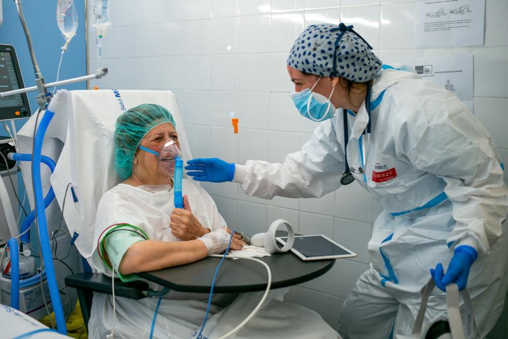 ICU patient reacting to VR